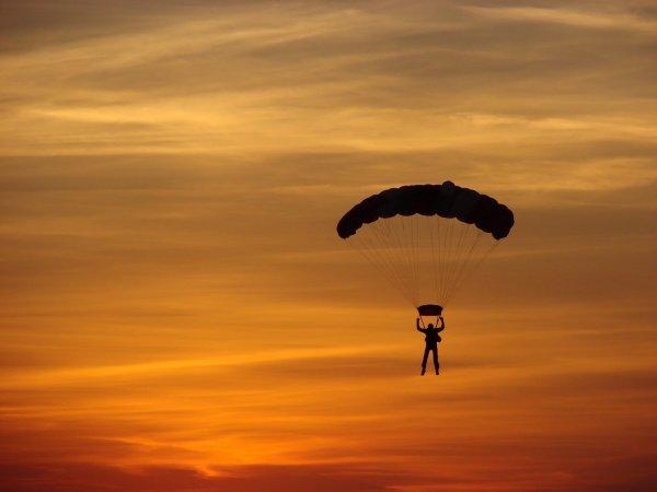 The life list faire un saut en parachute - Saut en parachute bretagne pas cher ...